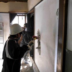 「こけし荘」解体ワークショップレポート|空き家活用を通じて地域を活性化する