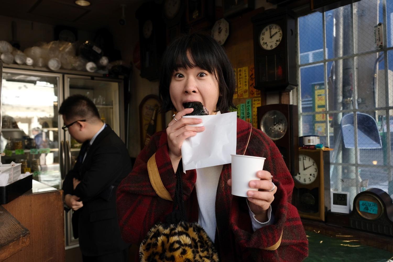 店内ではあったかい(熱め)お茶の無料サービスも。