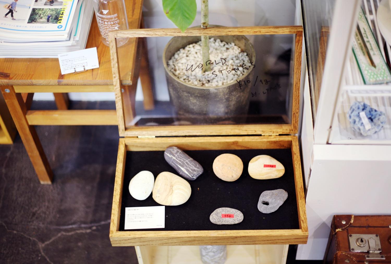 店内の一角では「石」のはかり売りも。