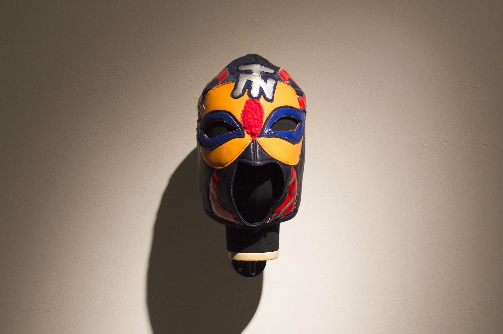 中島晴矢扮する、マスクド・ニュータウンのマスク
