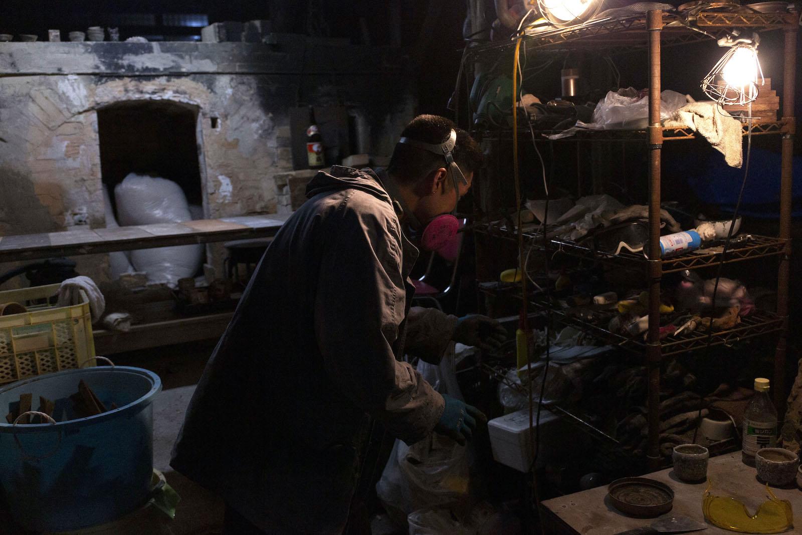当日は数日間焚いた窯を開ける「窯出し」の日。「ぼくもどう仕上がっているか未知数で。わくわくしますね」と語る宇城さん。