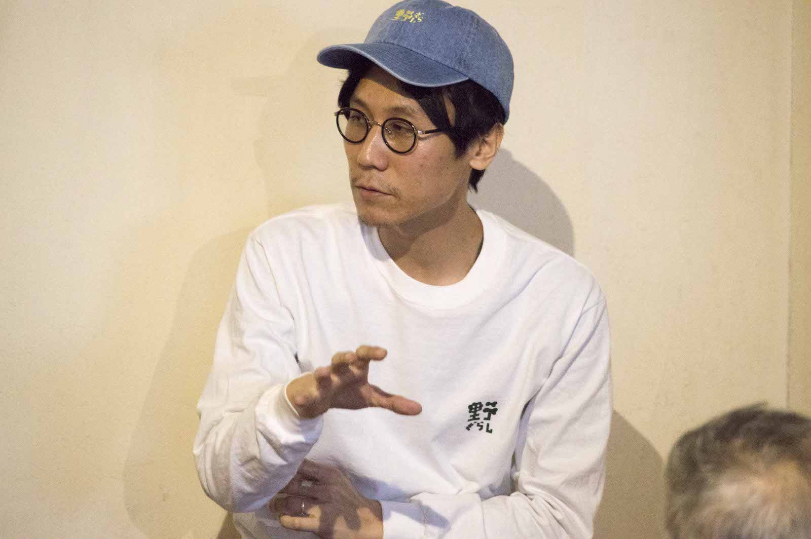 中島晴矢(なかじま はるや) アーティスト。1989年神奈川県生まれ。法政大学文学部日本文学科卒業、美学校修了。美学校「現代アートの勝手口」講師、「喫茶野ざらし」ディレクター。美術、音楽からパフォーマンス、批評まで、インディペンデントとして多様な場やヒトと関わりながら領域横断的な活動を展開。主な個展に「東京を鼻から吸って踊れ」(gallery αM)、グループ展に「TOKYO2021」(TODA BUILDING)、アルバムにStag Beat「From Insect Cage」など。