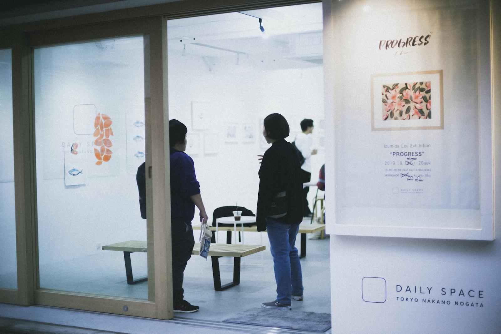 取材時には絵描きのIizumida Leeの個展「PROGRESS」が開催されていた。